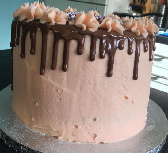 Pink chocolate cake by LucyyBakes